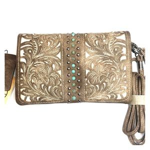 P & G collection woman's crossbody clutch purse